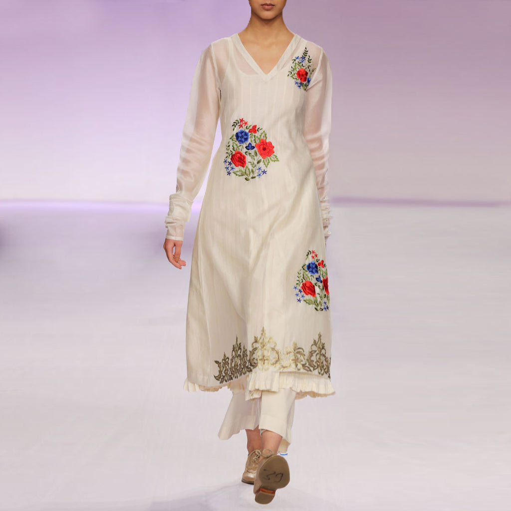Ecru silk chanderi kurta set with Parsi embroidery by PRAMA by PRATIMA PANDEY