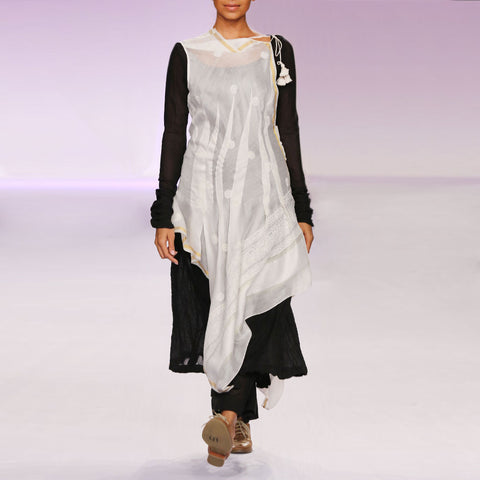 Ecru & black silk chanderi draped kurta set by PRAMA by PRATIMA PANDEY