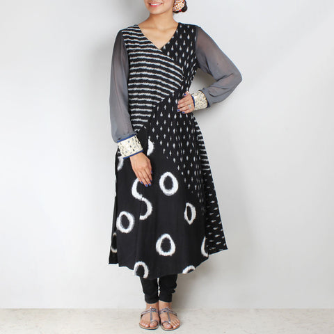 Black - white ikat kurta leggings & dupatta set by Palanquine