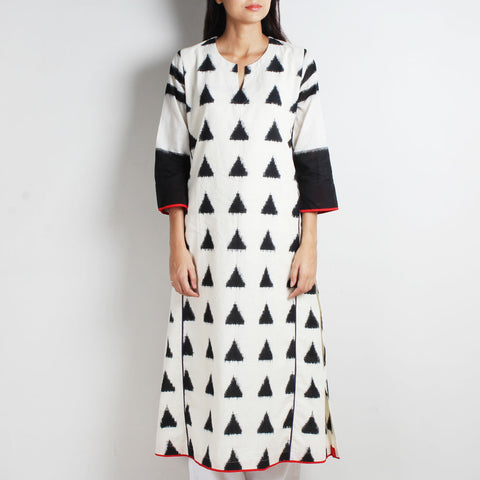 White Cotton Ikat Kurta by WEAVERS STUDIO