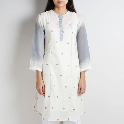 White Khadi Jamdani Tunic by WEAVERS STUDIO