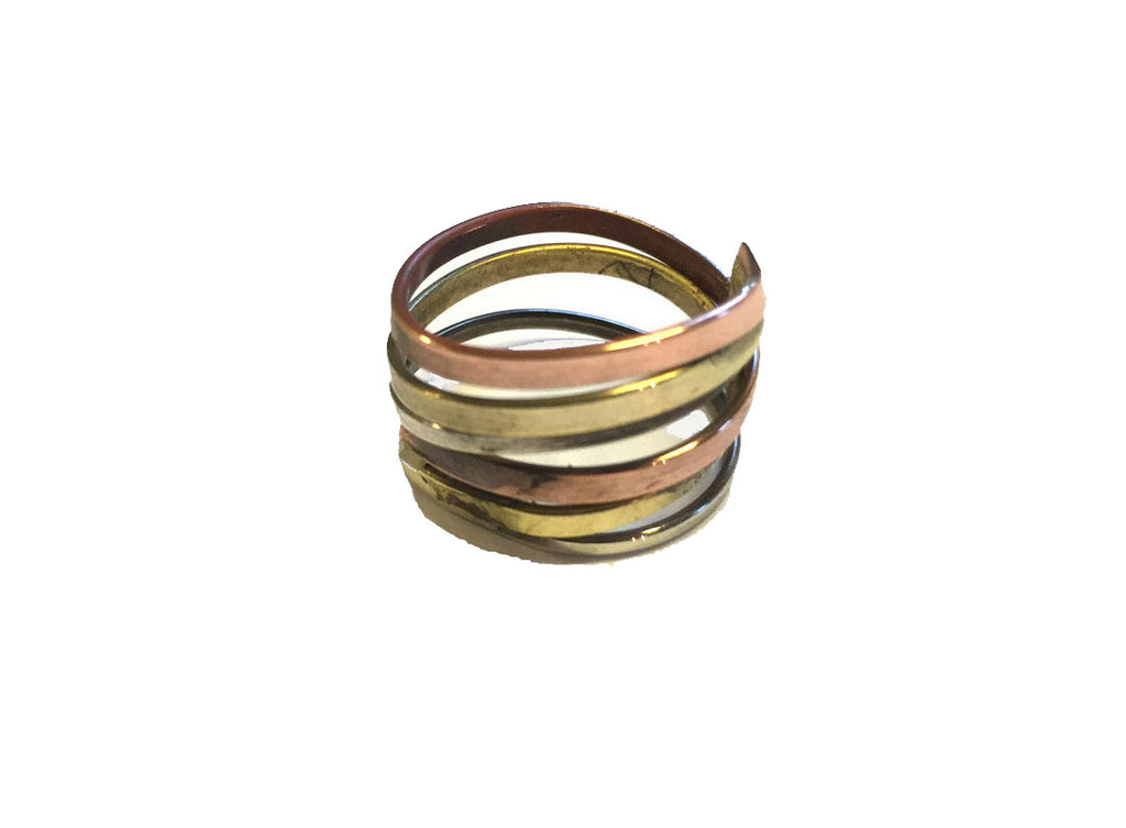 Spiral ring i kobber og messing.