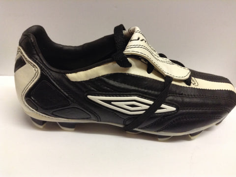 Umbro Owen 10 PVC FG Junior football boots (black/white)