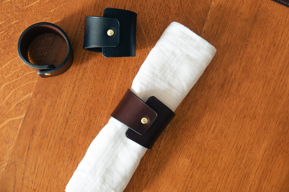 Load image into Gallery viewer, napkin ring, napkin holder, leather holder, leather ring, leather napkin