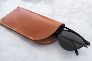 Laden Sie das Bild in den Galerie-Viewer, 'AMABEL' GLASSES CASE - Vicus Pelle