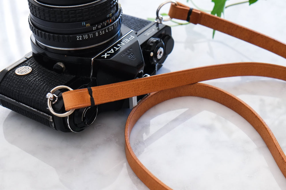 Laden Sie das Bild in den Galerie-Viewer, 'LIAN' CAMERA STRAP - Vicus Pelle