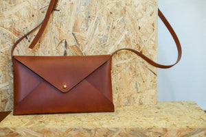 Laden Sie das Bild in den Galerie-Viewer, 'MAARIT' CLUTCH - Vicus Pelle