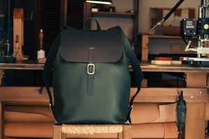 Laden Sie das Bild in den Galerie-Viewer, 'AMICUS' BACKPACK - tumbled - Vicus Pelle