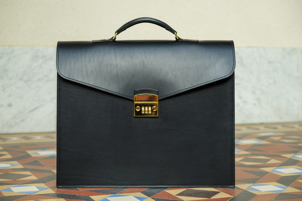Load image into Gallery viewer, leather bag, leather briefcase, leather handbag made in switzerland, man briefcase, men leather bag, business bag, man in business