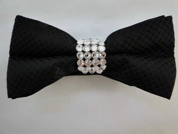 Bow tie with stoned knot