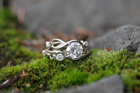 14k White Gold Leaves on the Side Diamond Ring