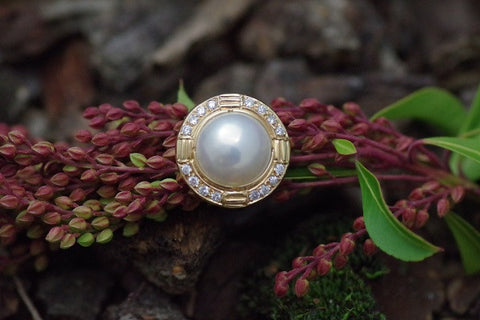 18k yellow Gold Mabe' Pearl and Diamond Ring