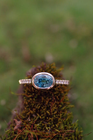 18k Yellow Gold Blue Zircon and Diamond Ring