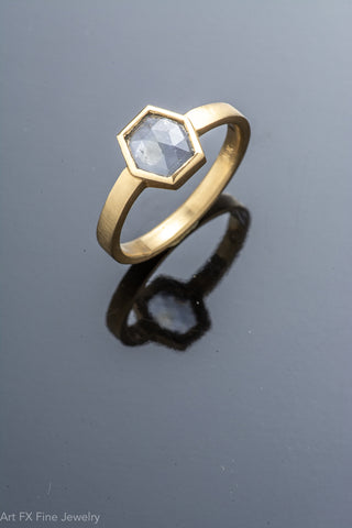 18k Yellow Gold and Sapphire Ring