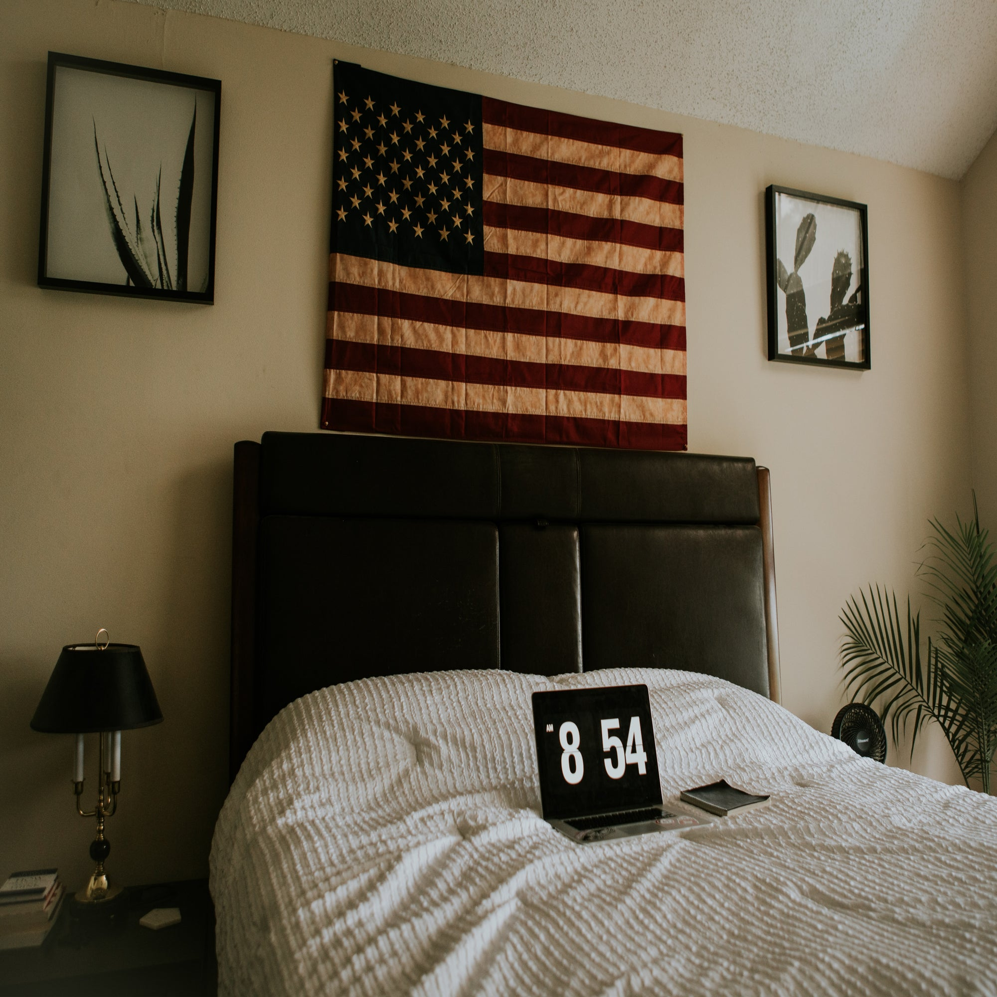 How to Decorate Your Bedroom With Flags