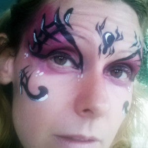 How to Face Paint a Quick and Easy Glam Spider Mask for Girls