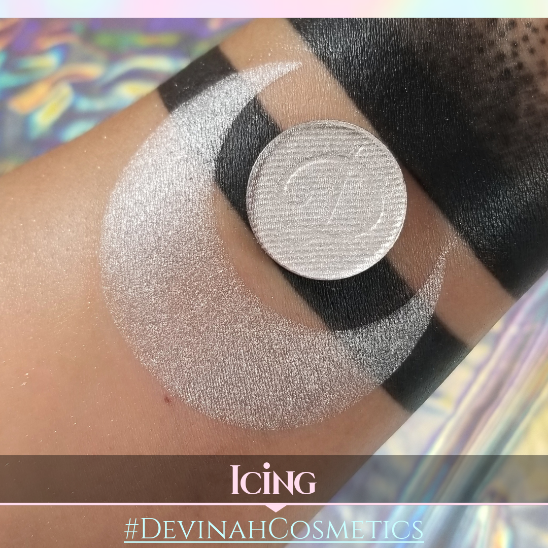 Shimmer shadow, white, icing, sugar, reflective eye shadow