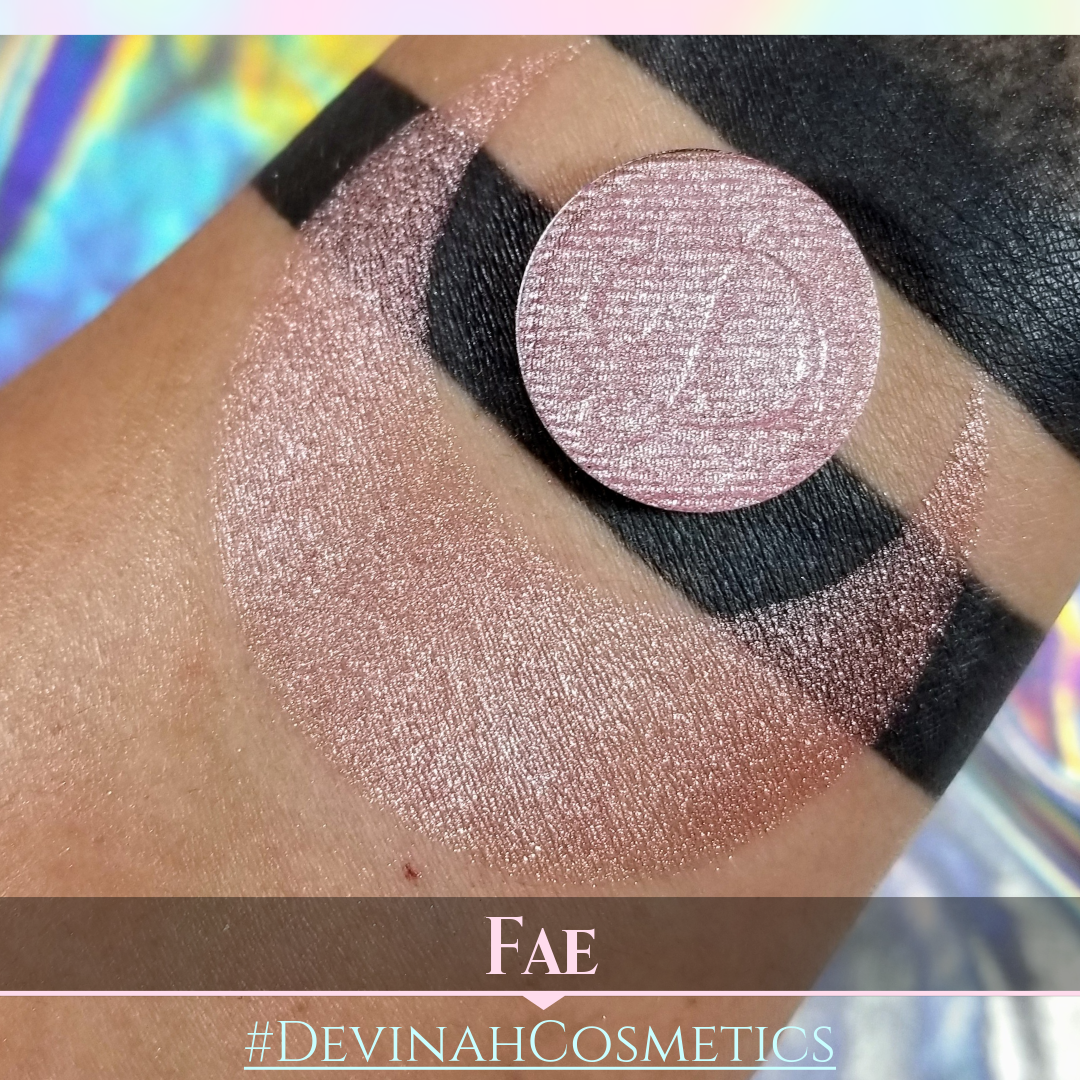 Illuminating neutral shimmer eyeshadow
