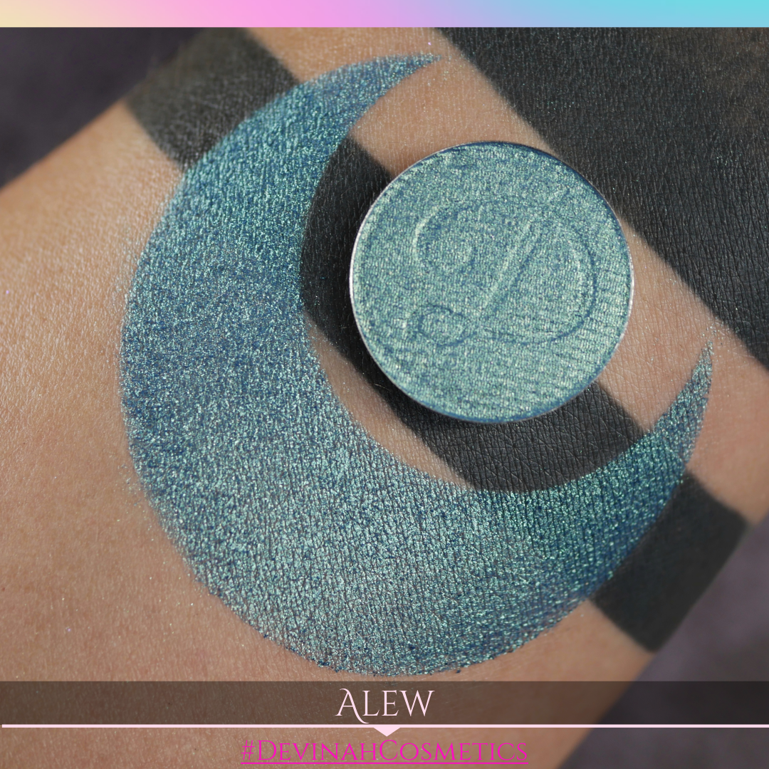 A smokey teal jade shimmer eyeshadow