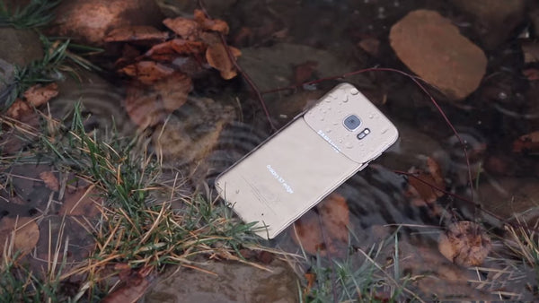 Pros and Cons of waterproof smartphones lexuma blog water accident drop mobile in water