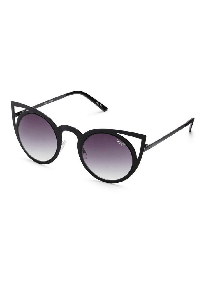 Invader sunglasses in Black/Smoke - QUAY AUSTRALIA