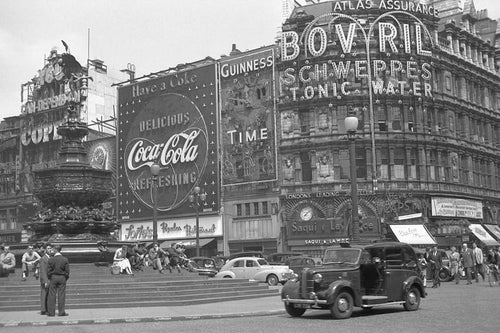 Piccadilly Circus - England 1955
