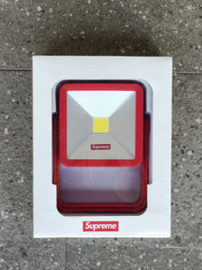 SUPREME MAGNETIC KICKSTAND LIGHT F/W18 (RED)