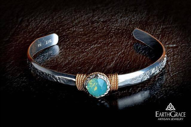 Earth Grace - Solitaire Cuff