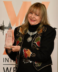 Bobbi Jean Bell with 2019 IWMA Radio Program of the Year Award