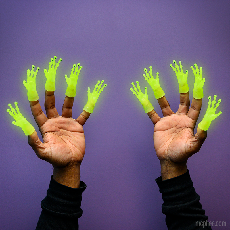 Glow-in-the-Dark Alien Finger Hands - Set of 10