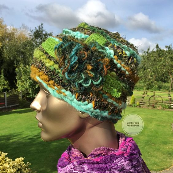 STRIKING GREEN 'MEADOW' WINTER BEANIE HAT - MoonbeamsandMayhem