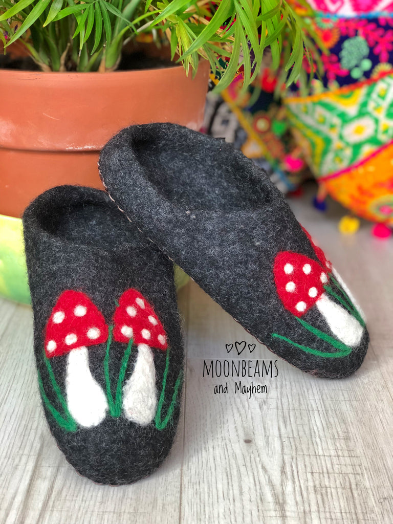 CHILDREN'S FELTED TOADSTOOL SLIPPERS ( UK SIZE 3 / EU 36 ) - MoonbeamsandMayhem