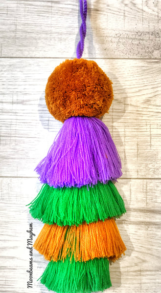 THE ULTIMATE HANGING POM POM - MoonbeamsandMayhem
