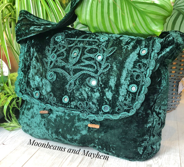 DELICIOUS GREEN FLEETWOOD VELVET BOHEMIAN TIE DYE HIPPIE SHOULDER BAG / SATCHEL - MoonbeamsandMayhem