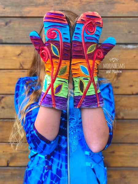 WONDERFUL 'SPIRAL DANCE' FLEECE LINED GLOVES / MITTENS - MoonbeamsandMayhem