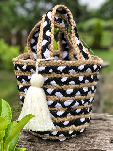 CUTE STATEMENT WOVEN BUCKET BAG