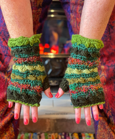 ENCHANTING WOODLAND GREEN FINGERLESS GLOVES / MITTENS