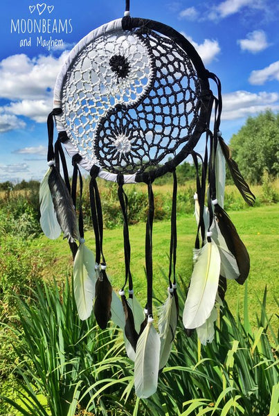 MAGICAL YIN YANG LARGE FEATHER CROCHET DREAM CATCHER - MoonbeamsandMayhem