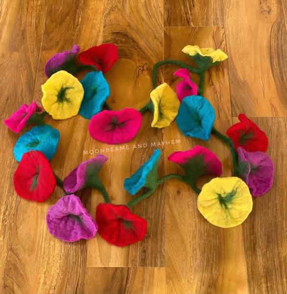 ENCHANTING FELTED FLOWER STRAND