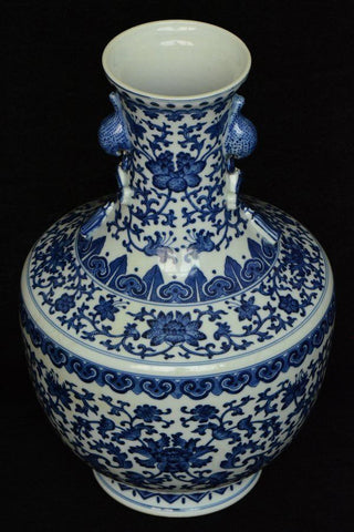 Fine Chinese Blue and White Vase Qianlong Mark