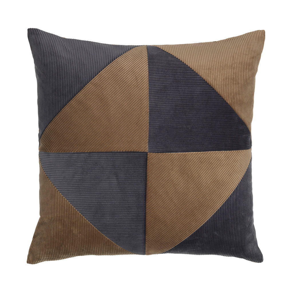 Cushion in simple graphical pattern and an amazing mix of grey and taupe.