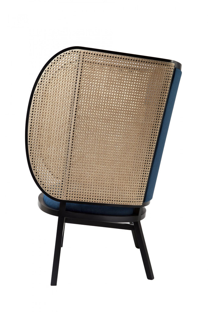 Hideout chair by Gebrüder Thonet Vienna, designed by Front. Seen from the side.