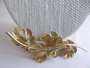 Vintage Beautifully Gold Plated Leaf Brooch with Genuine Pearl