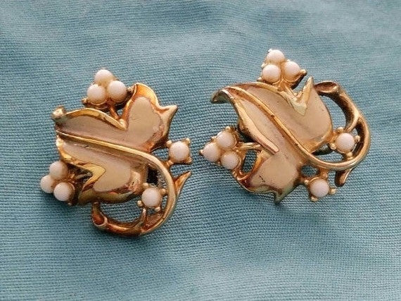 Coro Vintage Leaf Clip Earrings