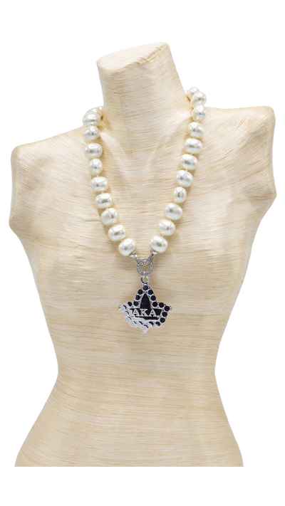 AKA Shell Pearl Pendant Necklace and bracelet