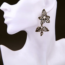 Load image into Gallery viewer, Vintage Gold Gradient Ivy Leaf Double Drop Earrings with Clear Crystals Pearl