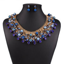 Load image into Gallery viewer, Crystals and Pearl Necklace Set