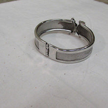 Load image into Gallery viewer, Silver Mesh Clamper Bracelet with Ivy Leaf Motif