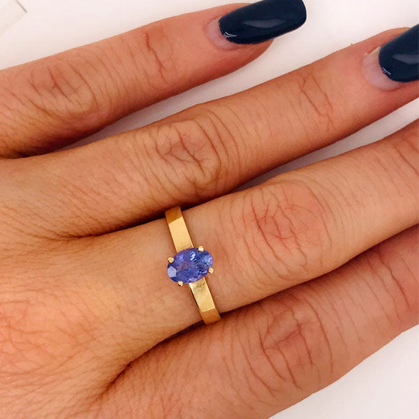 Oval Tanzanite Gold Ring