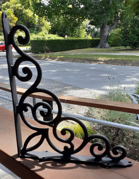Cast Iron Shelf Bracket (4)